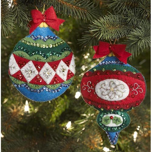 BUCILLA 86542 Plaid Large Old World Ornaments/Gift Card Holders Felt Applique Kit, 4-1/2-Inch By 6-Inch