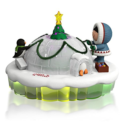 Hallmark QGO1469 Dome for the Holidays Frosty Friends Ornament