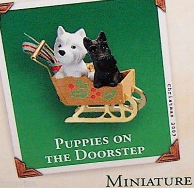 Hallmark Puppies on the Doorstep Miniature Ornament QXM4989