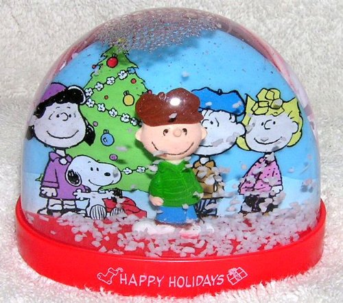 Peanuts Gang Snoopy and Charlie Brown Plastic Christmas Snowglobe Waterball