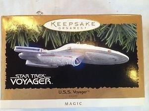 Hallmark Keepsake Ornament – Star Trek U.S.S. Voyager Magic Light Ornament 1996 (QXI7544)