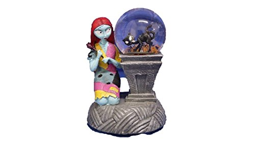 "THE NIGHTMARE BEFORE CHRISTMAS "" SALLY "" LIGHT UP / MUSICAL WATER-GLOBE SNOW GLOBE FIGURE"
