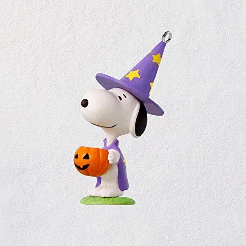 Hallmark Keepsake Halloween Decor Mini Ornament 2018 Year Dated, Peanuts Snoopy Trick or Treat Snoopy Miniature, 1.58″