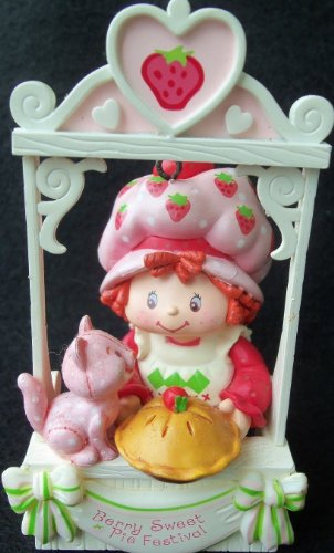 STRAWBERRY SHORTCAKE Easy As Pie Scented HEIRLOOM CHRISTMAS Ornament (2005/New In Box)