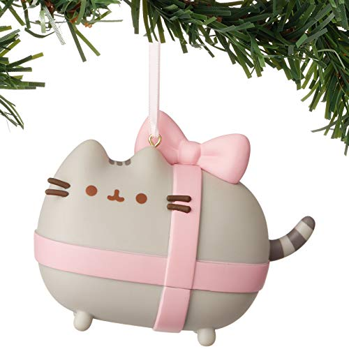 Department 56 Pusheen Gift Wrapped Vinyl Hanging Ornament, 2.5″, Multicolor